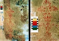 Gartenzimmer, freigelegte Wanddekoration aus Fassung V, Ausschnitt der Ornamente in Rotorange, befeuchtet
