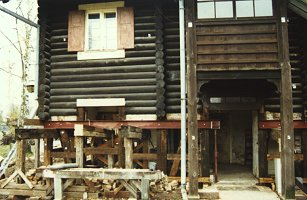 Haus Nr. 2 während der Restaurierungsphase